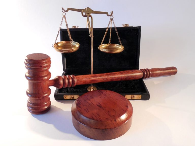 Czy warto skorzystać z usług adwokata?