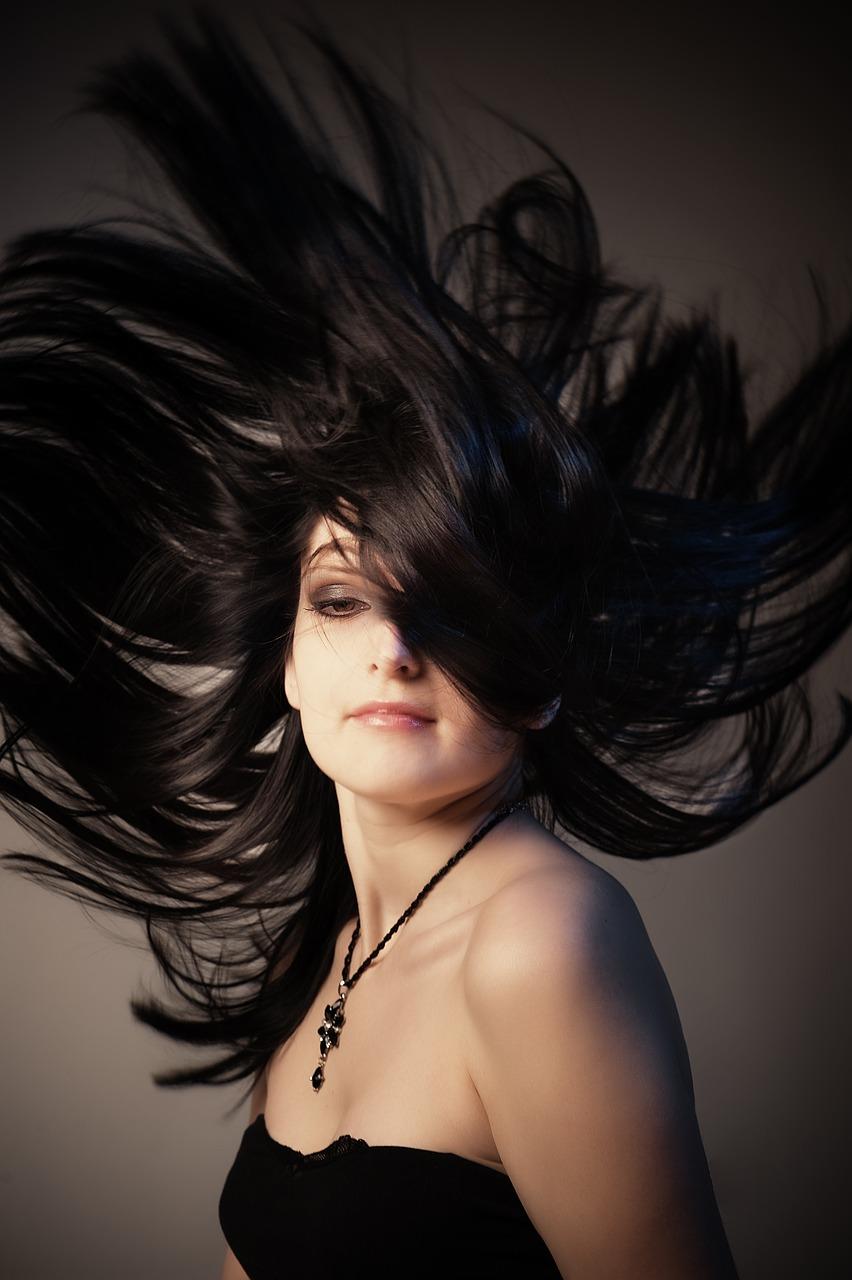 Jak prawidłowo pielęgnować i zakładać doczepiane włosy?