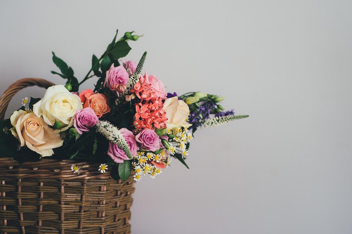 Znalazłeś się w sytuacji, gdzie sam nie możesz wręczyć kwiatów?