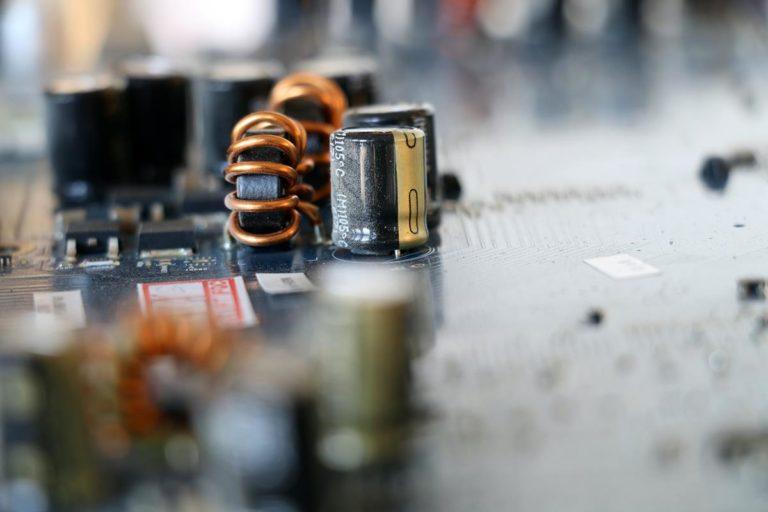 Jak działają akumulatory kwasowo-ołowiowe?