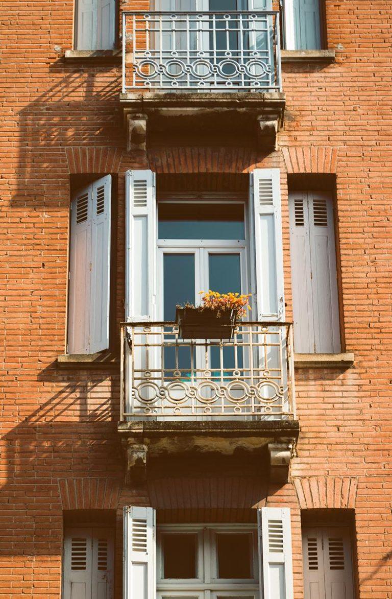 Materiały wykończeniowe do wykorzystania na balkonach