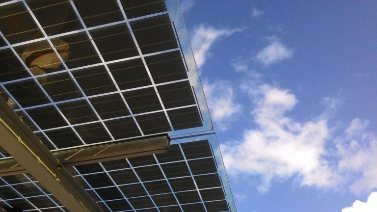 Panele fotowoltaiczne pomogą obniżyć rachunki za energię