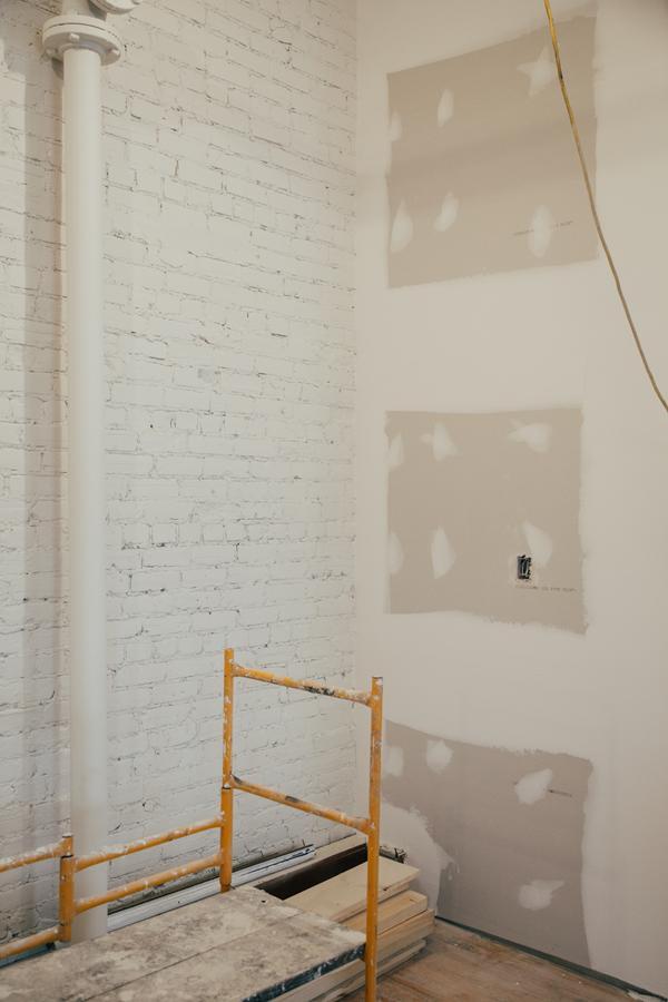 Pianka poliuretanowa natryskiwania jest na wiele obszarów w budynku